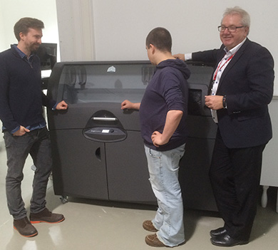 Aleksander Langmyhr, Christer-André Fagerslett og Anton Strand med 3D Systems ProJet 660 Pro