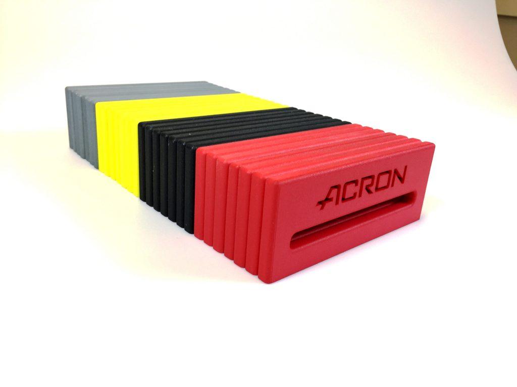 Innledningsvis kommer Acron til å holde et sortiment med standardfarger – svart, rød, gul, blå, grønn og grå – for rask og sikker produksjon. Utifra en NCS-kode kan man også få sin helt egen nyanse på SLS-detaljer.