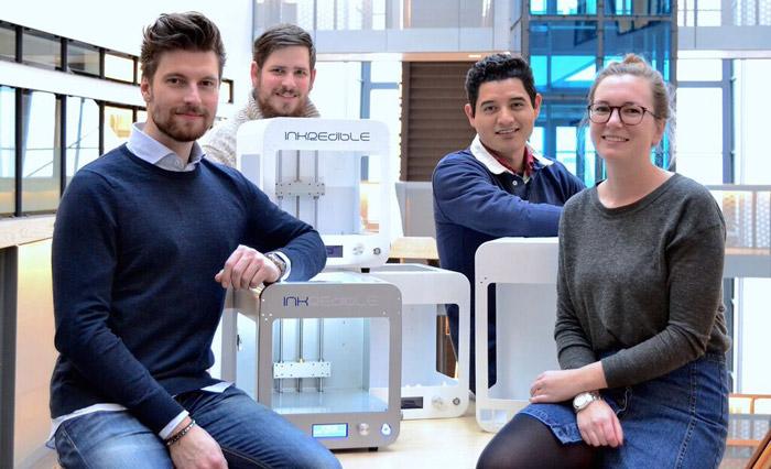 Från vänster: Erik Gatenholm, Jockum Svanberg, Hector Martinez Avila och Ida Henriksson, teamet bakom CELLINK.